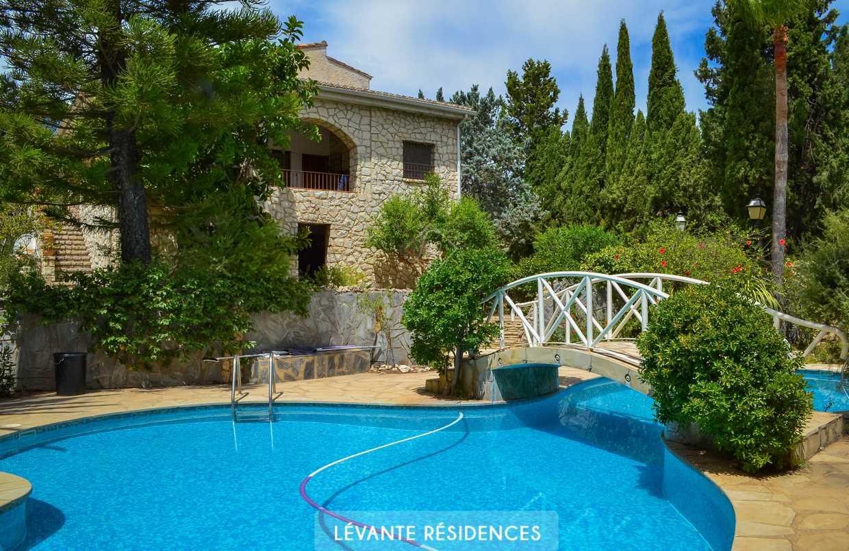Belle propriété avec piscine dans secteur privilégié